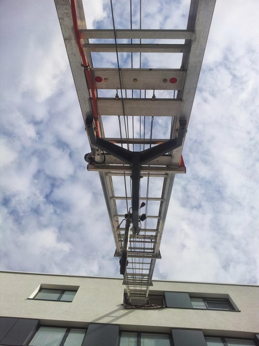 External lift for removals
